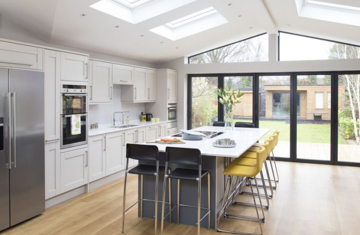 A contemporary kitchen extension filled with light Contemporary open plan kitchen