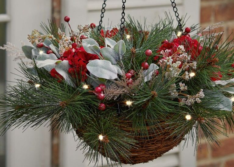 8 naturally beautiful Christmas outdoor decorations