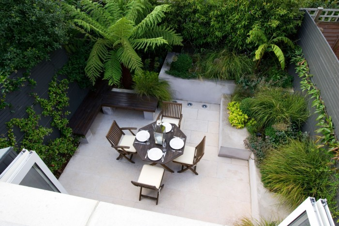 Small garden ideas to make your garden look bigger for Making a small garden