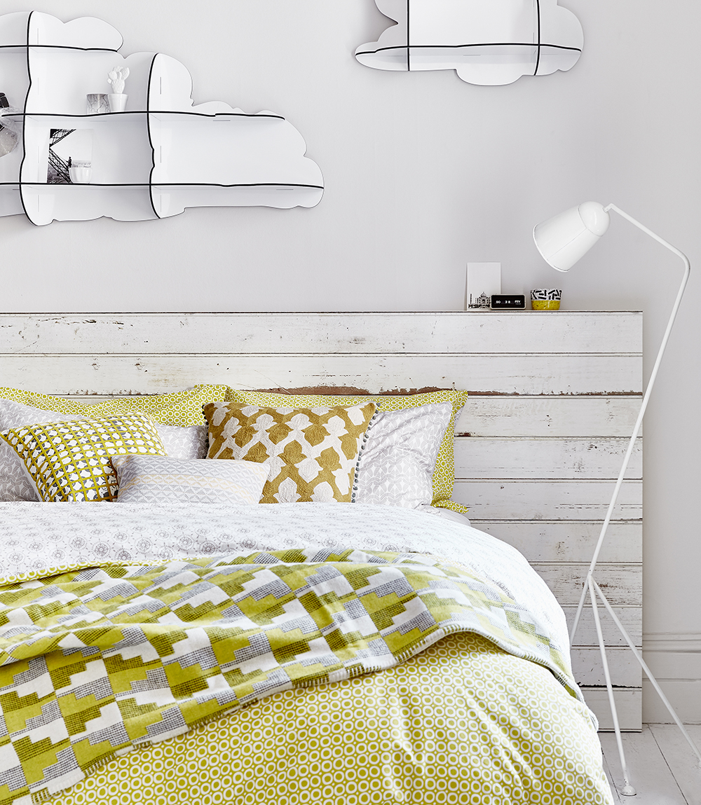 yellow-and-white-bedroom