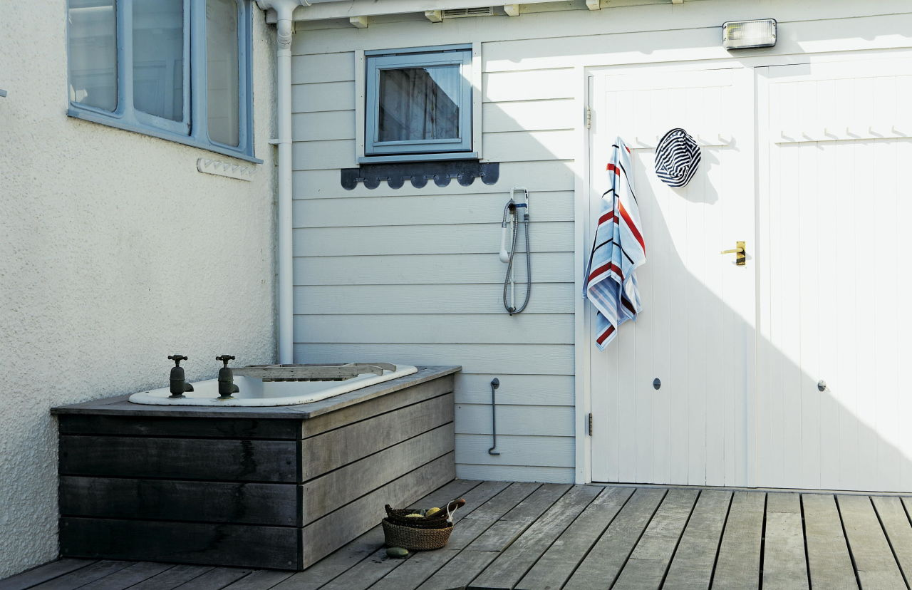 the-dodo-outdoor-bathroom