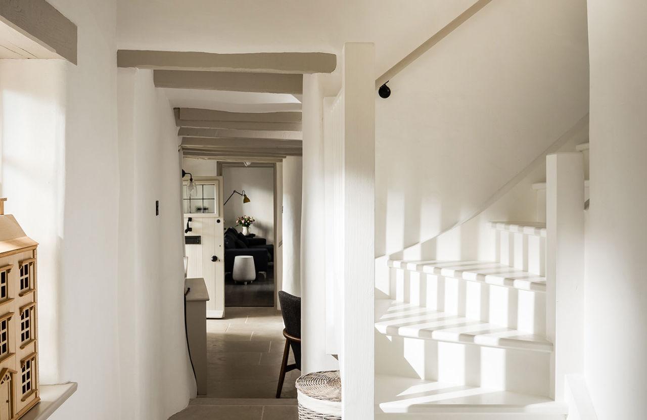 phillimores-cottage-hallway