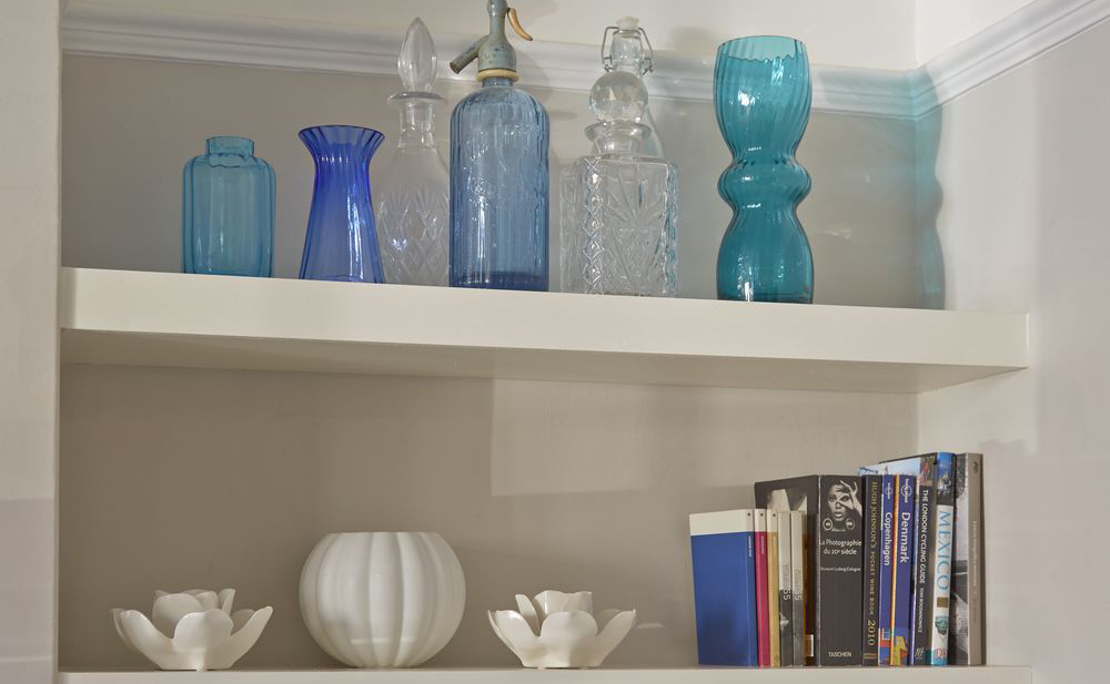 blue-living-room-shelving