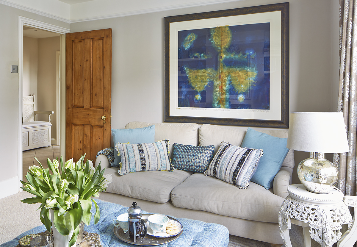 blue-living-room-artwork