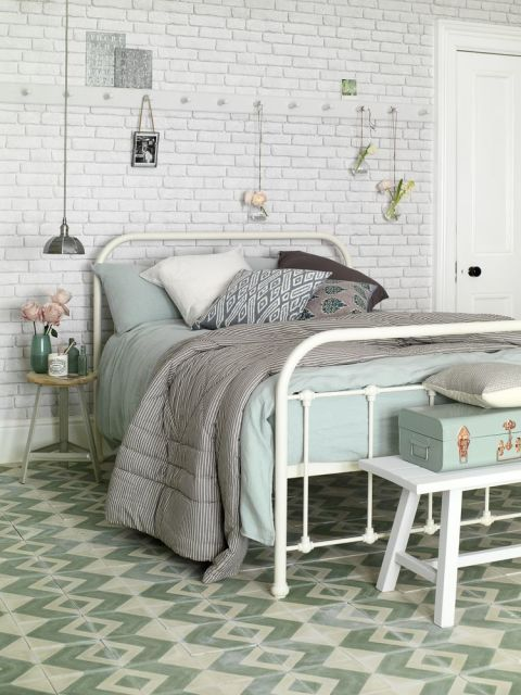 30 beautiful bedrooms with great ideas to steal for Eau de nil bedroom ideas