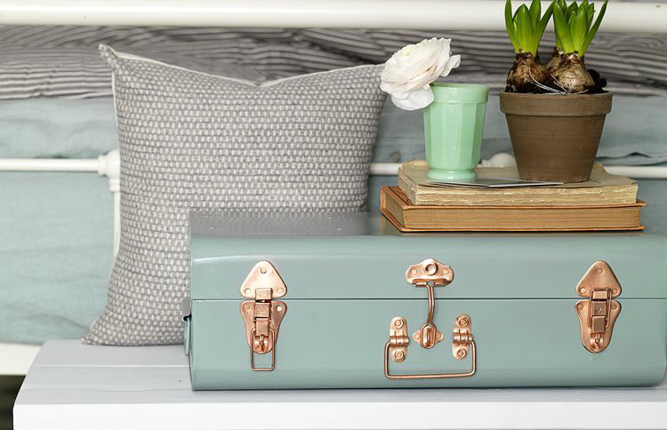 spring-decorating-trunk-storage