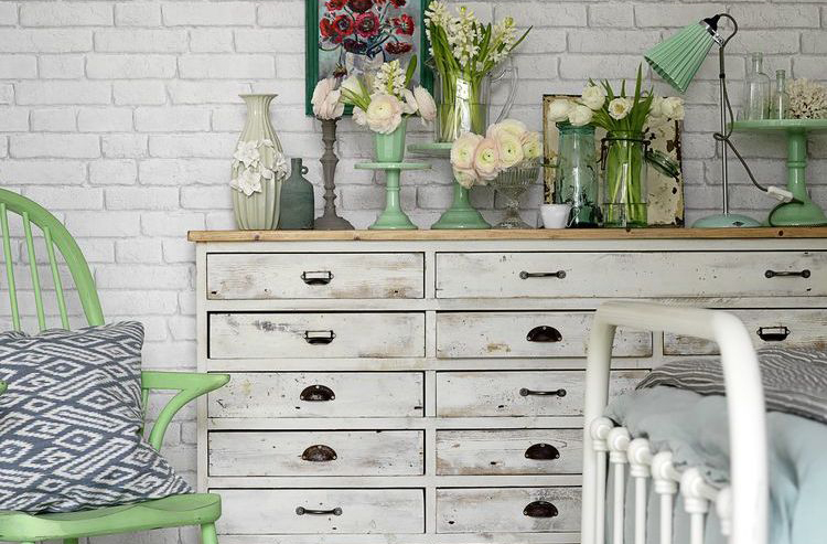 spring-decorating-chest-of-drawers