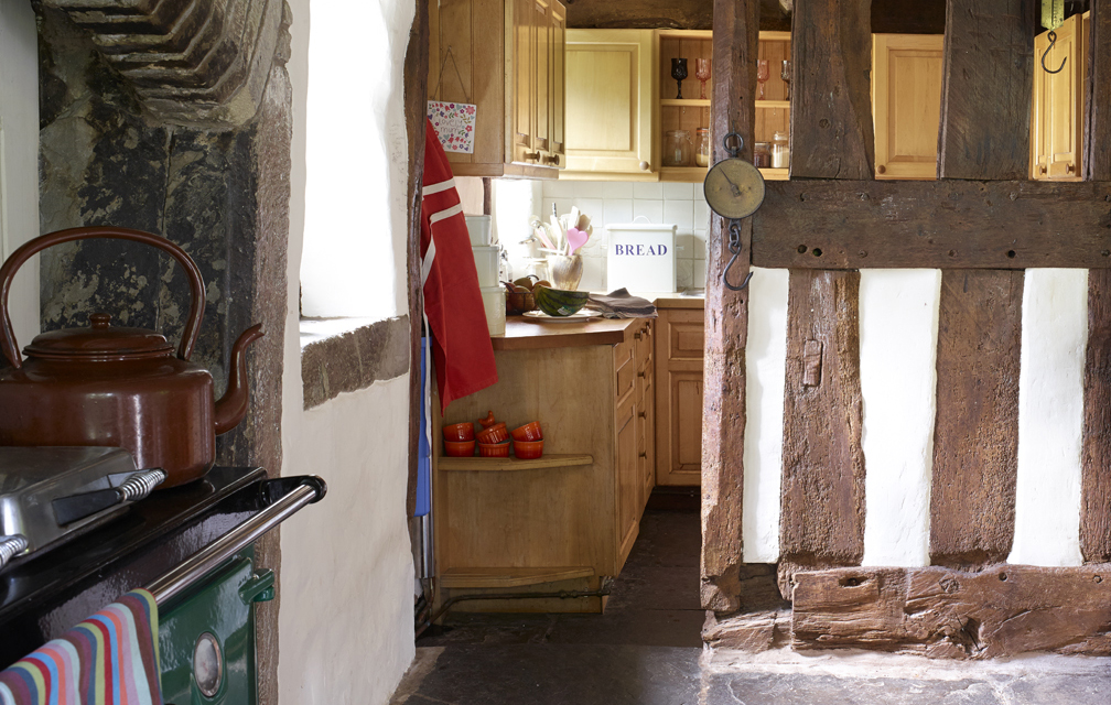 tudor-house-kitchen