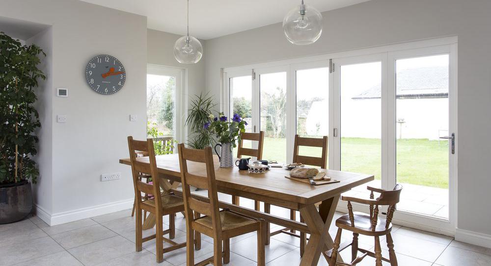 farmhouse-kitchen-dining-area