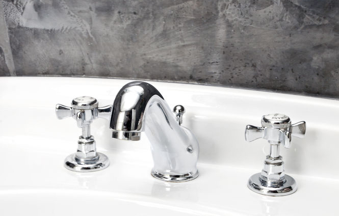 traditional-bathroom-taps