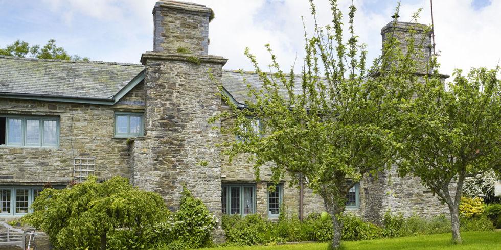 tudor-house-exterior
