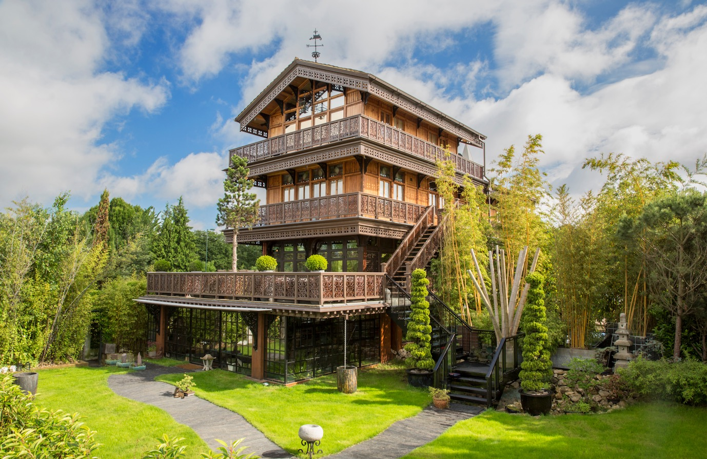 Property of the week the swiss chalet with indoor beach for Chalet house