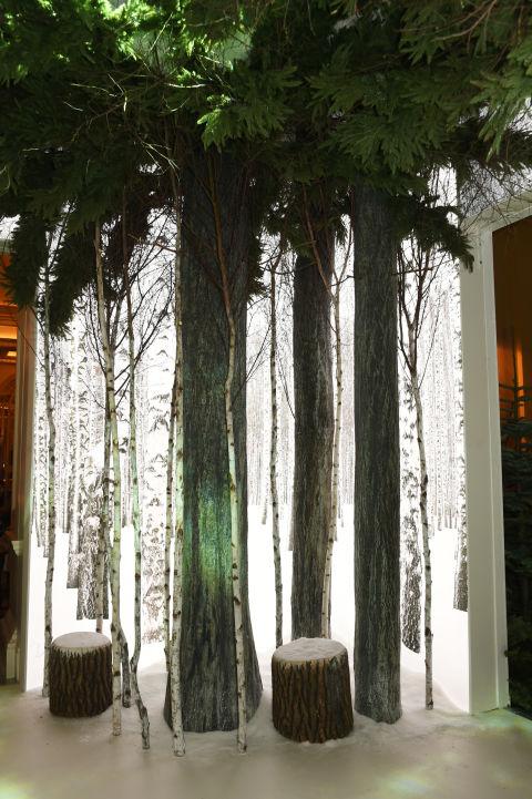 Claridge 39 S Hotel Unveils Designer Christmas Tree With