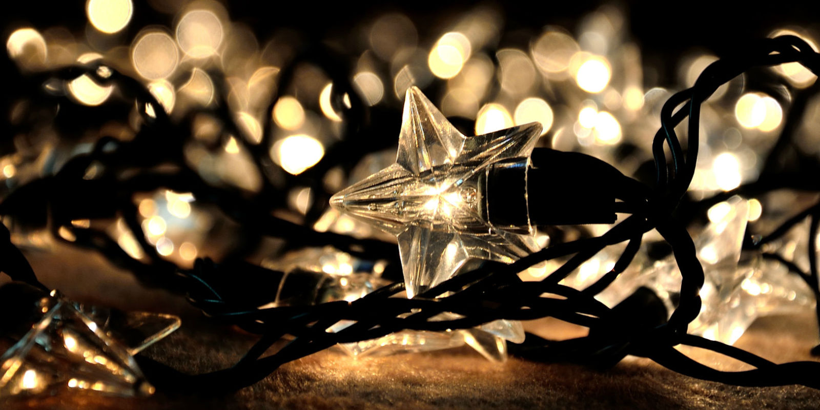Christmas lights as decoration year round - A Rope Of Tangled Christmas Fairy Lights In The Shape Of Stars Are Scattered On The