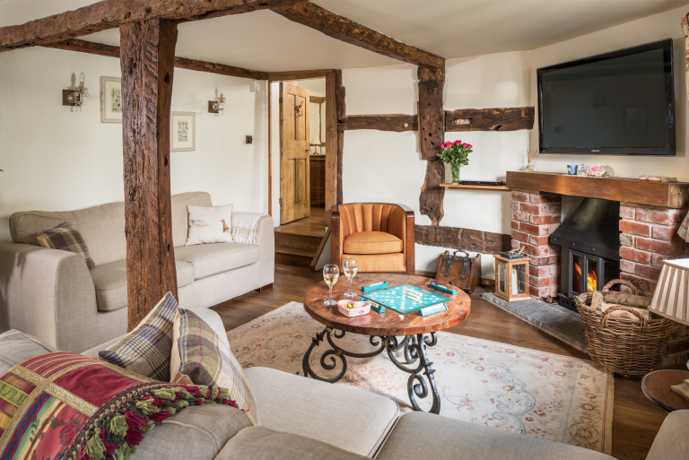 Unique Home Stays idyllic chocolate box cottage in the cotswolds is of