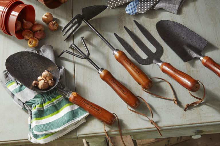 http://housebeautiful.cdnds.net/17/15/768x511/gallery-1492010094-wooden-handle-tools.jpeg