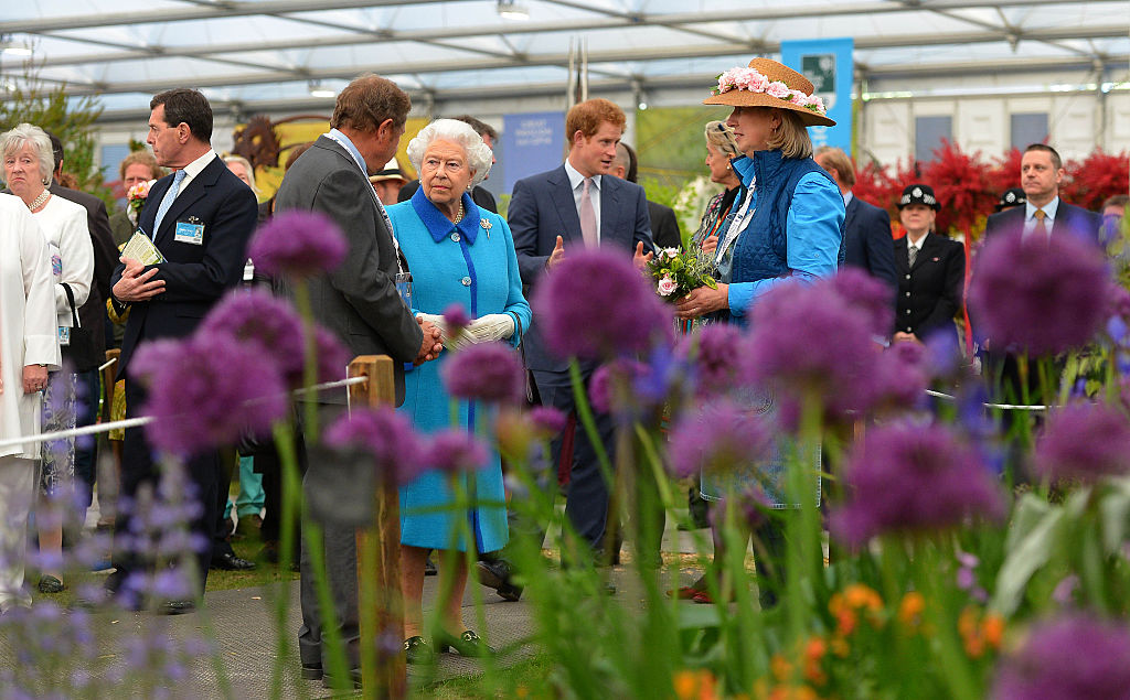 Queen elizabeth at the chelsea flower show how much the royal family know about gardening - Royal flower show ...