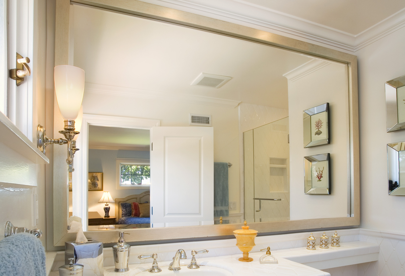 Gin is the secret to clean streak free mirrors cleaning for How to clean bathroom mirror without streaks