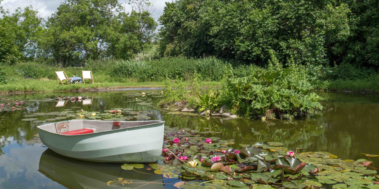 Canterbury village house in ickham for sale with water for Garden pond kent