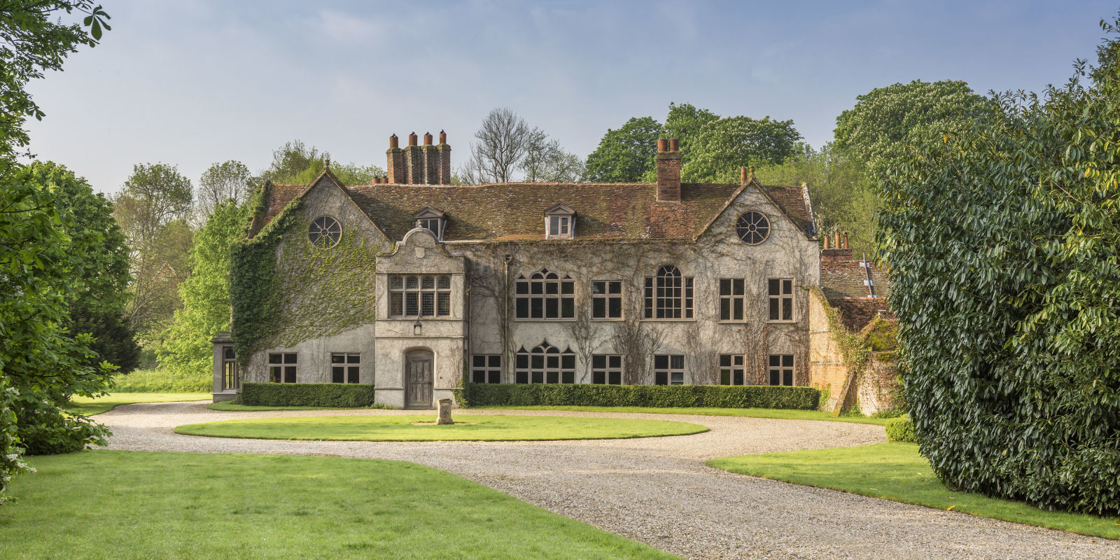 Manor house for sale was a set for james bond and the for Manors for sale in usa