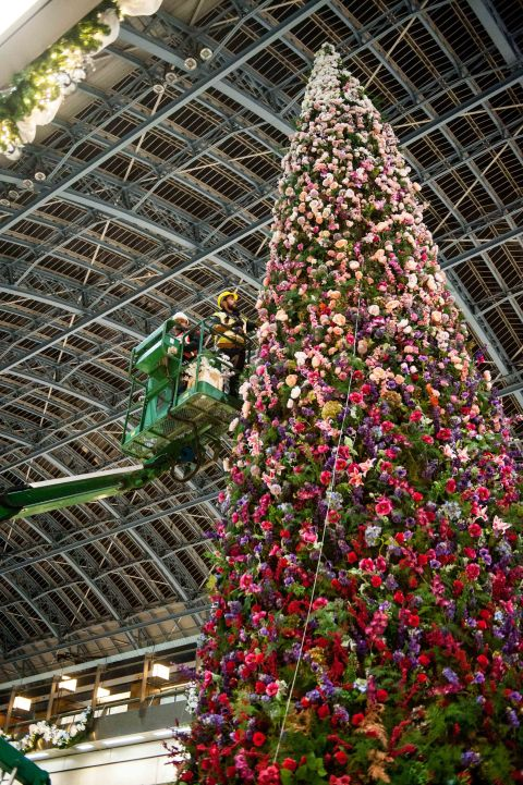 47ft Floral Christmas Tree Is A Showstopper At St Pancras