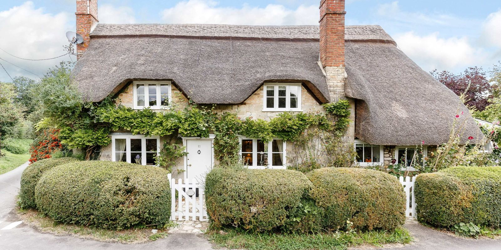 Beautiful Cottage For Holidays: Beautiful Thatched Cottage For Sale In Wiltshire Would Be