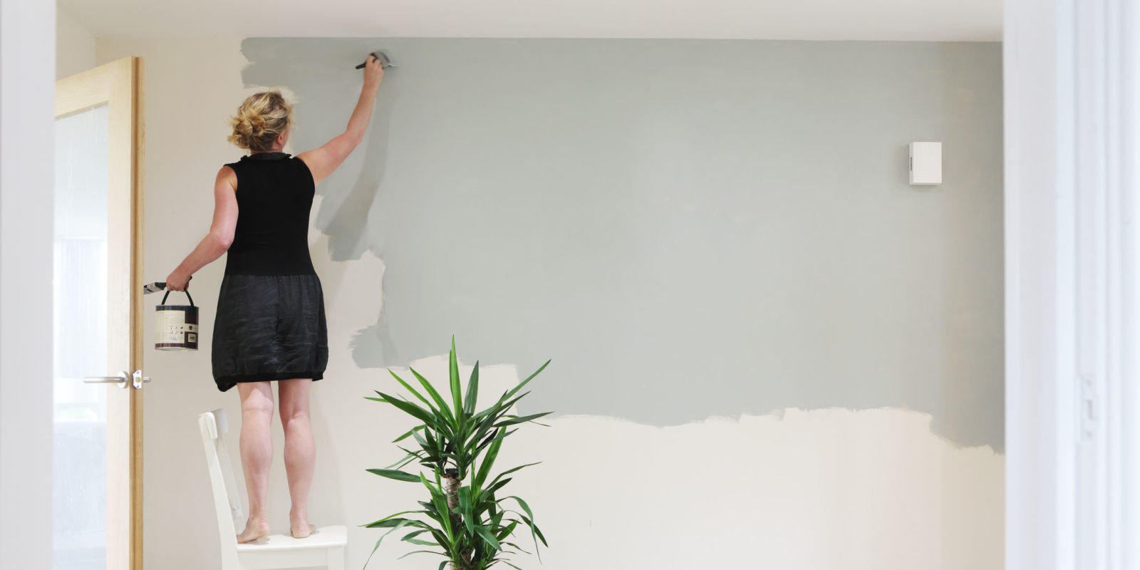 Biggest Mistake To Avoid When Decorating A Room Wall